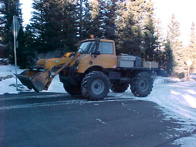 Jay's 406 with front end loader.
